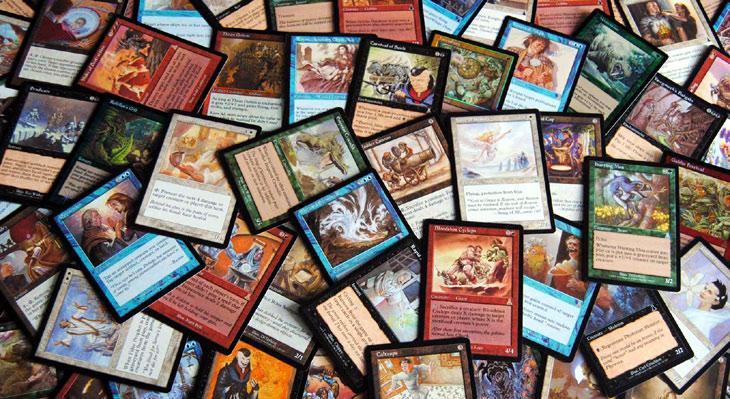 Marktanalyse mit dem viadee Testframework  - Symbolbild mit Spielkarten